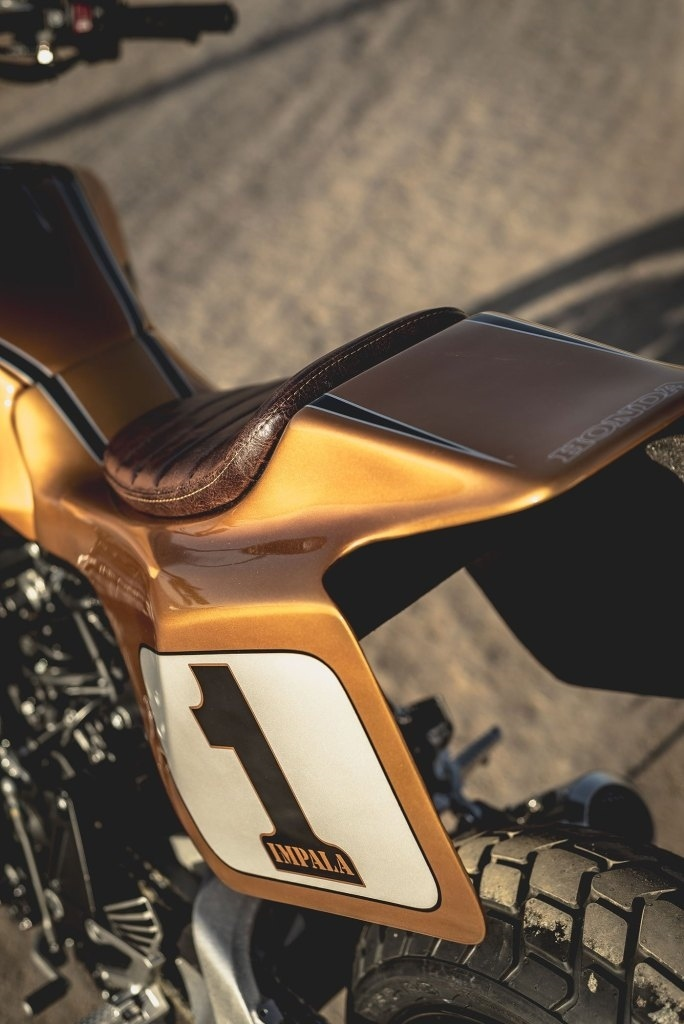 Comercial Impala: трекер Honda CB1000R