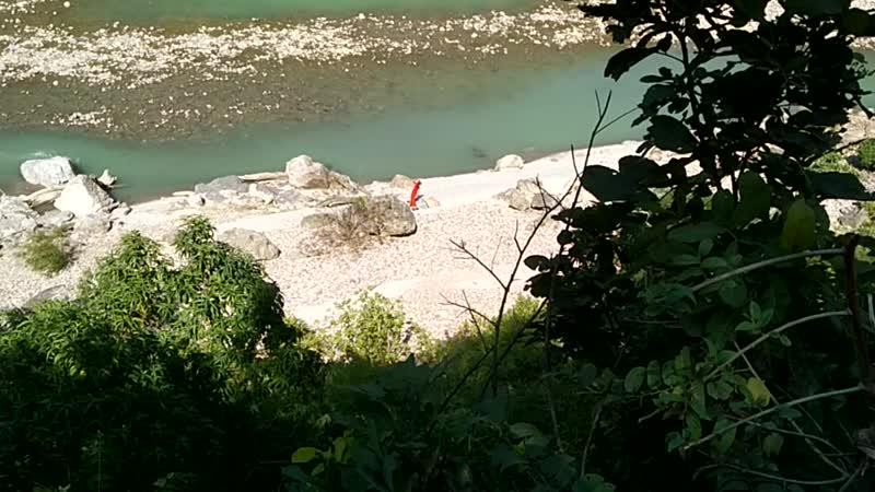 Сурья намаскар на берегу Ганги