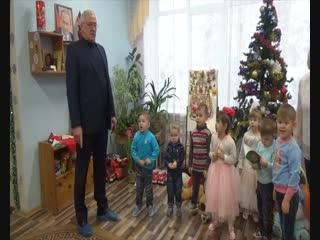 депутаты от Единой России подарили новогодние подарки детям детского дома №1