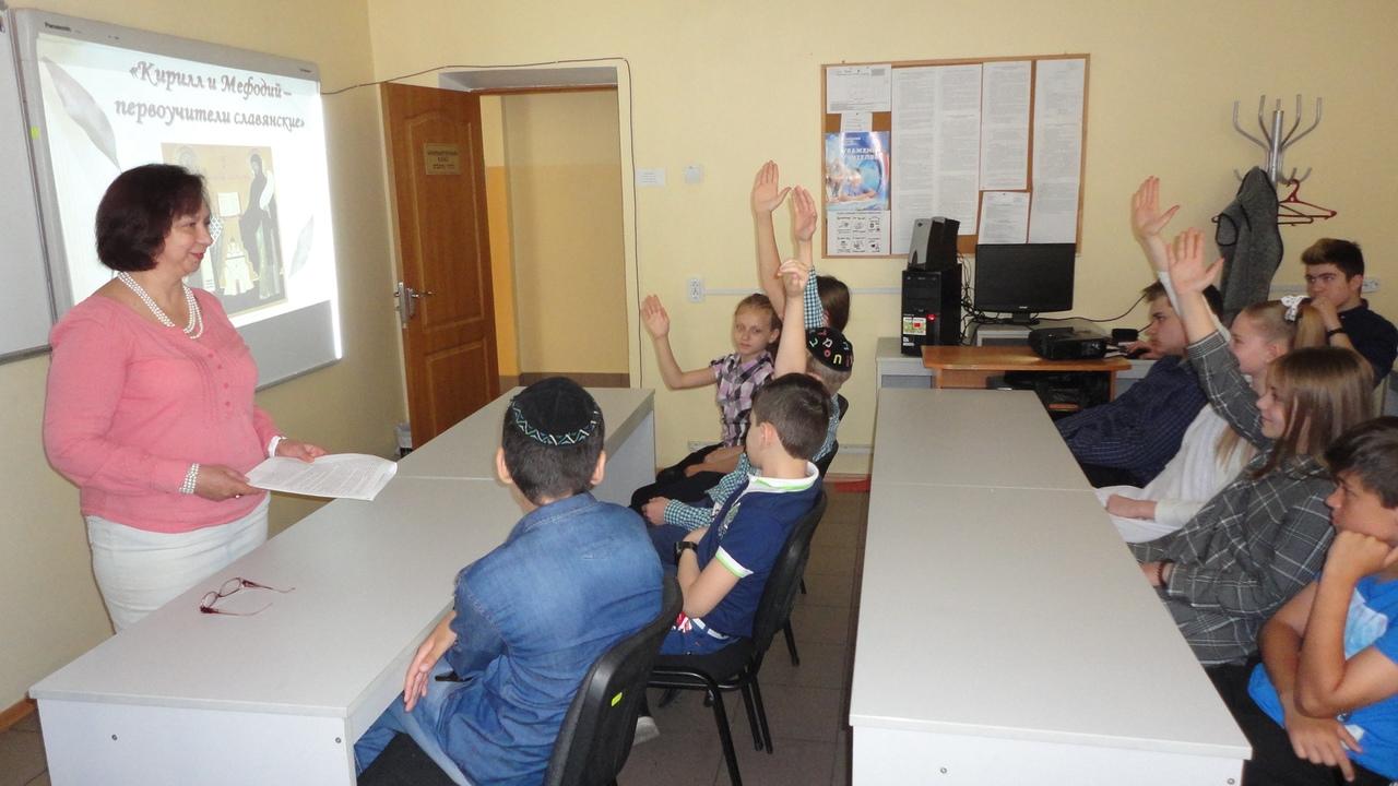 донецкая республиканская библиотека для детей, отдел обслуживания учащихся 5-9 классов, кирилл и мефодий, день славянской письменности, занятия с детьми