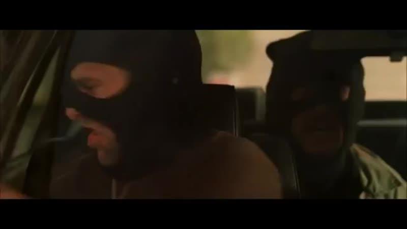 [v-s.mobi]Лысый из BraZZers угоняет от копов на BMW 750iL 1999 Перевозчик (2002).mp4