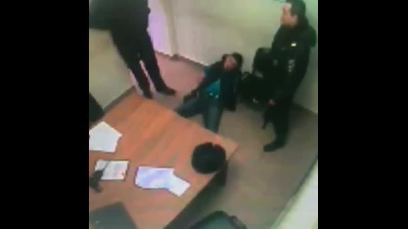 В Казани дебошира сняли с поезда и он подрался с полицейским