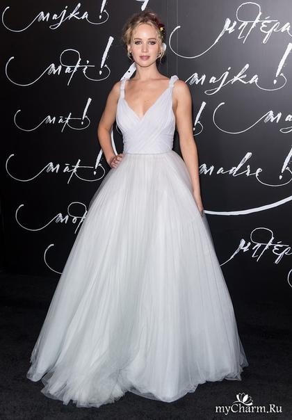 Дженнифер Лоуренс в белом