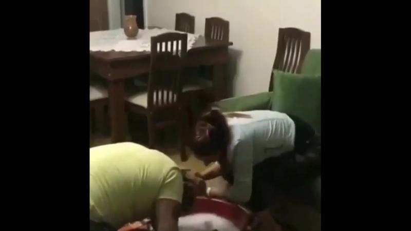 Boyunu yere soxum, it oğlu it 😁