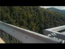 Идём по скай мосту Мост скрипит и шатается Зато с адренналинчиком