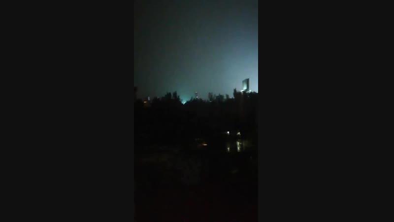 Luces en el cielo, producto de la explosión en cadena de transformadores. Nada misterioso, pero si impactante. cdmx BenitoJuarez