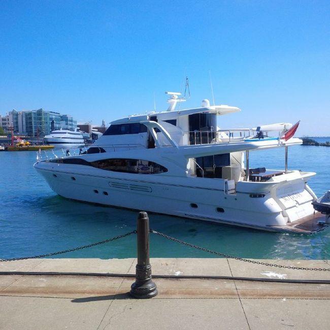 Хабаровским чиновникам запретили покупать яхты, самолёты и ручки дороже 1 тыс. рублей. Бюджет сэкономит ещё 800 млн рублей