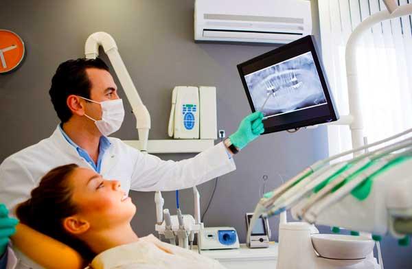 Пациентам часто приходится ждать несколько недель, прежде чем протезы будут готовы