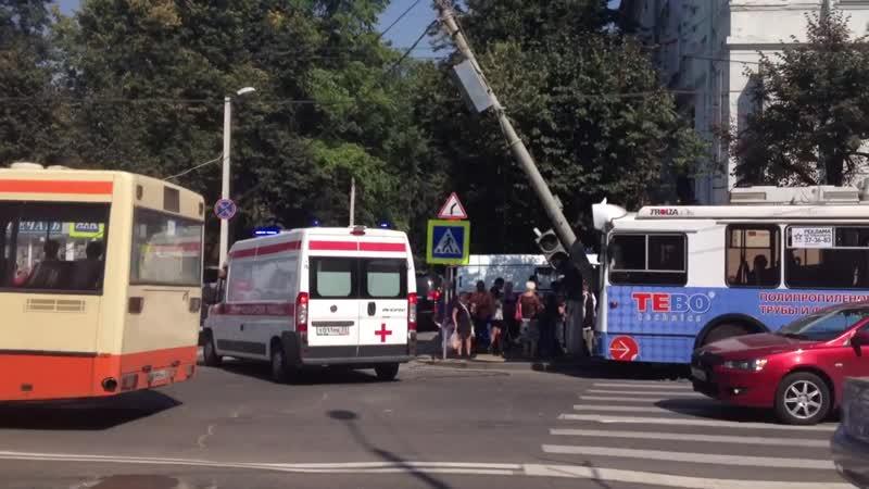 ДТП с троллейбусом на Площади Ленина 21.08.2013 г.