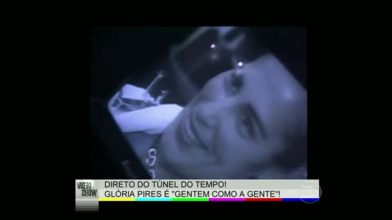 Сисса Гимараеш берет интервью у Глории в парикмахерской, 2000 год