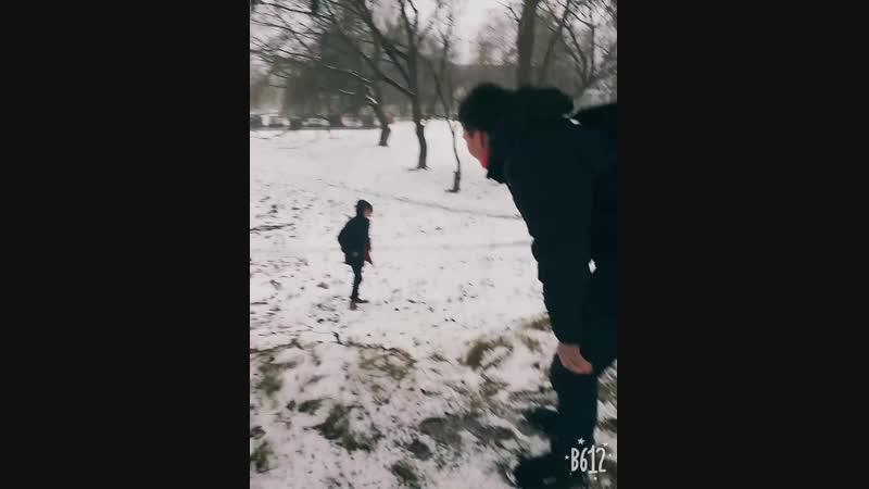 Юрчик пошёл посцать и ебанулся