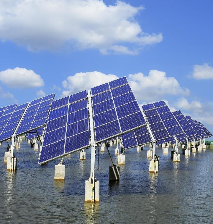 Устойчивые конструкции могут использовать солнечные батареи для электричества.