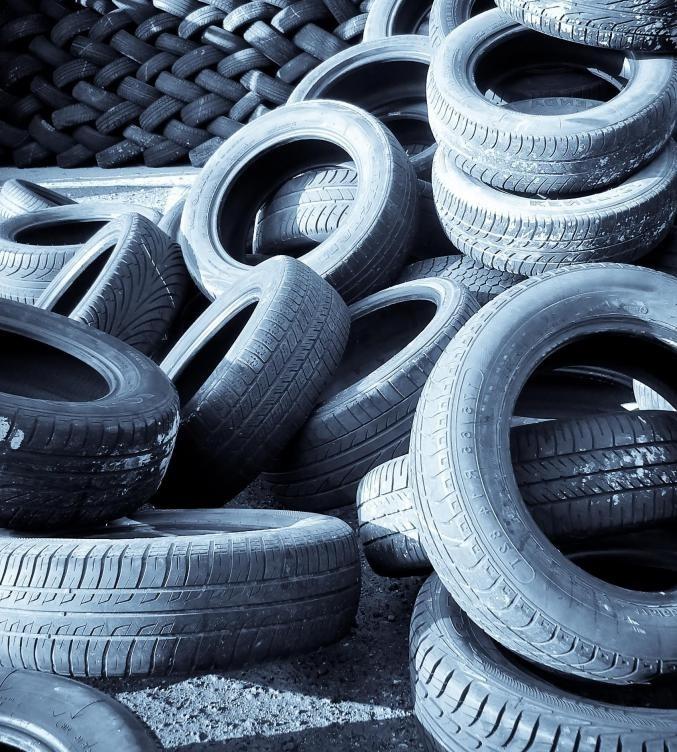 Устойчивые здания могут использовать переработанные шины в качестве материалов.
