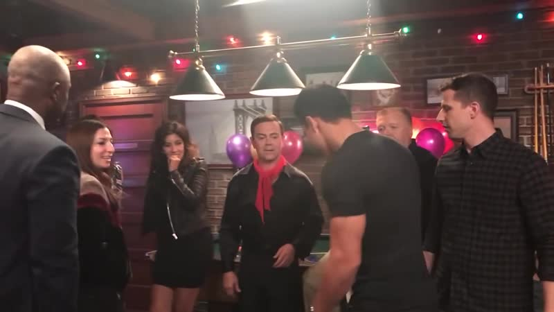 Mario Lopez does a GUEST stint on Brooklyn Nine Nine