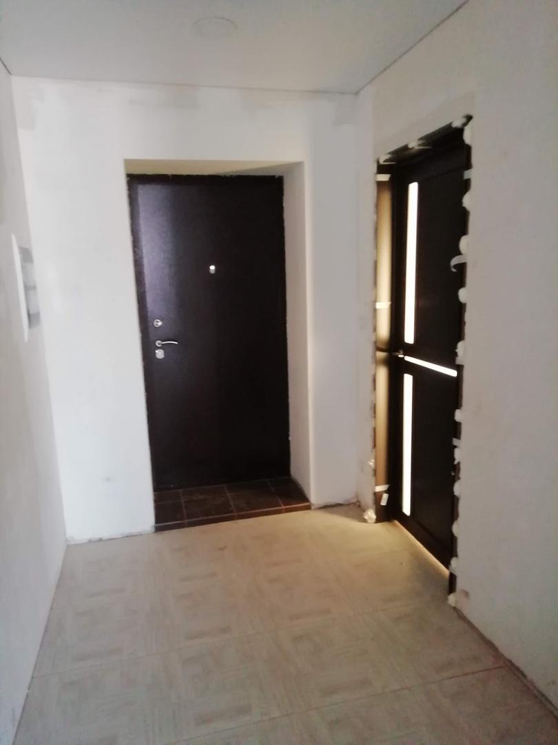 Входная металлическая дверь изнутри, Посёлок троицкая Слобода, Чайковский, 2018 год