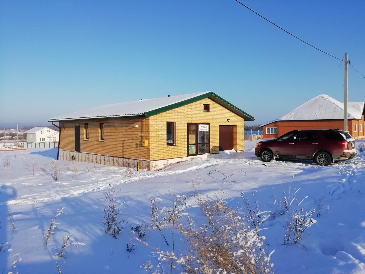 Дом из жёлтого кирпича с зелёной крышей, Посёлок троицкая Слобода, Чайковский, 2018 год
