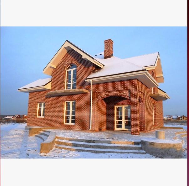 Всеми любимая баварская кладка Баварская кладка это особенный вид кладки, который включает в себя комбинирование кирпичей, чтобы получить оригинальный орнамент . Площадь дома: 169,7 м² .