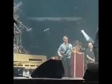 Случай на концерте Foo Fighters