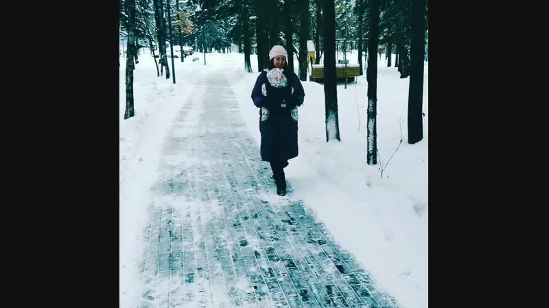 зимой в слинге