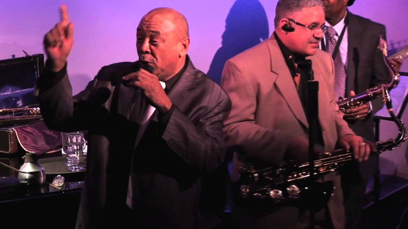 Russel Brown performs New York, New York