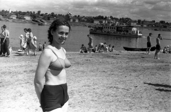 Трусы до пупка: какой была пляжная мода СССР