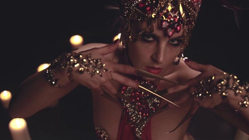 Kinky tribal burlesque. Blanche de Moscou