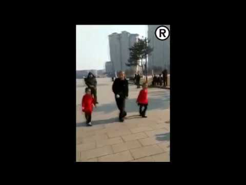 Отличный танец отцом и его дочерьми на улице Бонус видео
