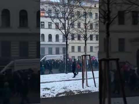 Und wieder ein Land mehr das demonstriert...! Diese Aufnahmen wurden vorgestern in Österreich,Wien