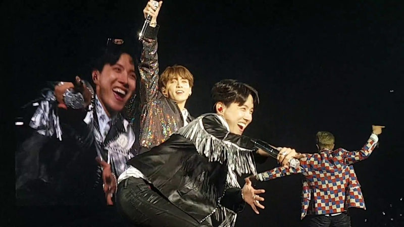 20181020 BTS 방탄소년단 @Paris DAY 2 - Medley Attack On Bangtan Fire Baepsae 💦 Dope 🔥 직캠