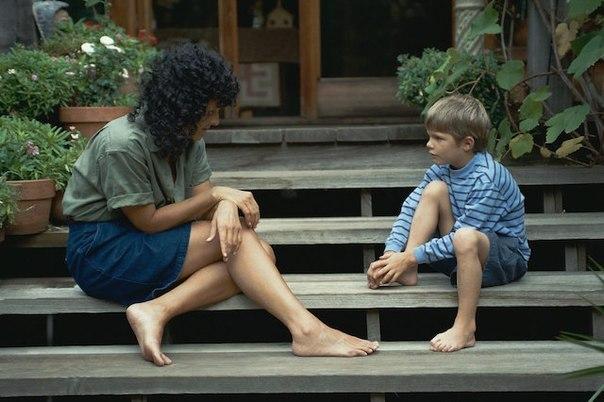 Правильное воспитание Что обязательно нужно делать с ребенком, чтобы воспоминания о детстве были яркими и счастливыми:1. Пускать солнечные зайчики.2. Наблюдать, как прорастают семена.3. Вместе