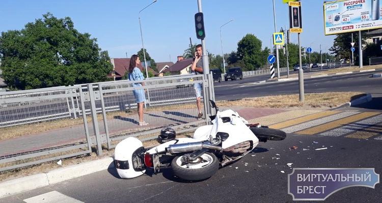 Утром при подъёме на Берёзовский мост в ДТП попал мотоциклист