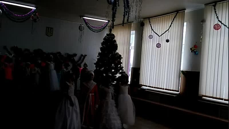 Виступ моїх діточок на святі Нового року!🎤 Пісня Зима на Україні❄️🌲☃️