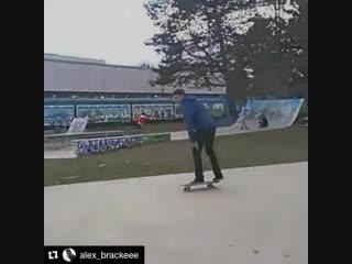 ubale.tv#Repost @alex_brackeee @fallenstreetwear @ubaleskateboardco #UbaleSkateboardCo https://ubale.ca ・・・ Gros rail de six par