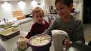 Artöm und Dimi backen Apfelkuchen Простой вкусный пирог в духовке рецепт