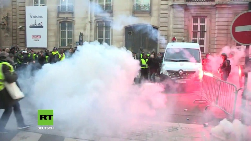 Paris: Französische Polizei setzt Tränengas und Pfefferspray gegen Demonstranten ein