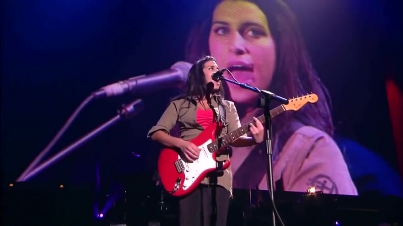 Amy Winehouse - Take the boxIn my bed live at 50 years of Fender Stratocaster, Sept 2004