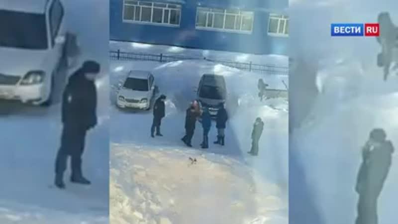 ВестиRu Пьяные жители Камчатки после ДТП избили полицейских