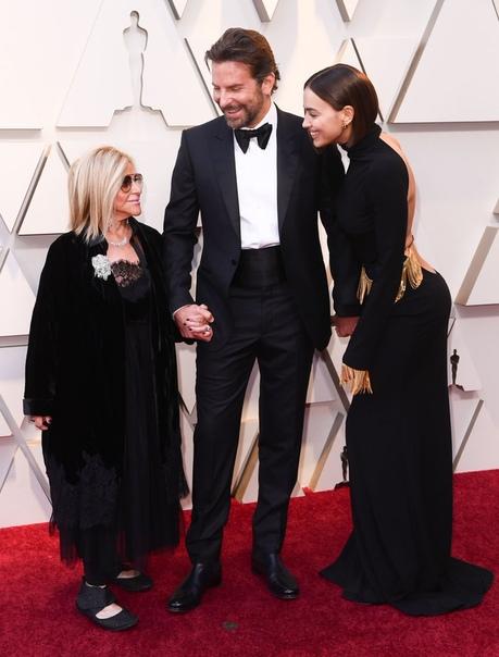 Бывшая жена Брэдли Купера Дженнифер Эспозито прокомментировала слухи о его романе с Леди Гагой Творческий дуэт 32-летней Леди Гаги и 44-летнего Брэдли Купера стал особенным для обоих: фильм