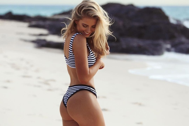 Hot blond naked pics