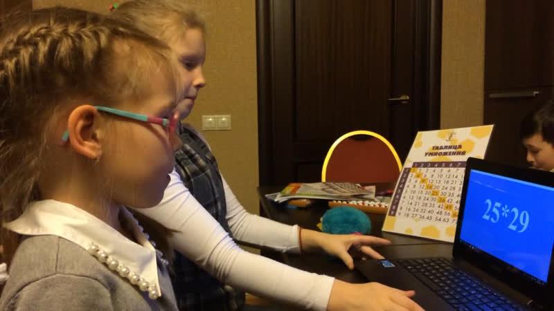 Ника Зюзина и Вера Коптилова, умножаем двузначное на двузначное