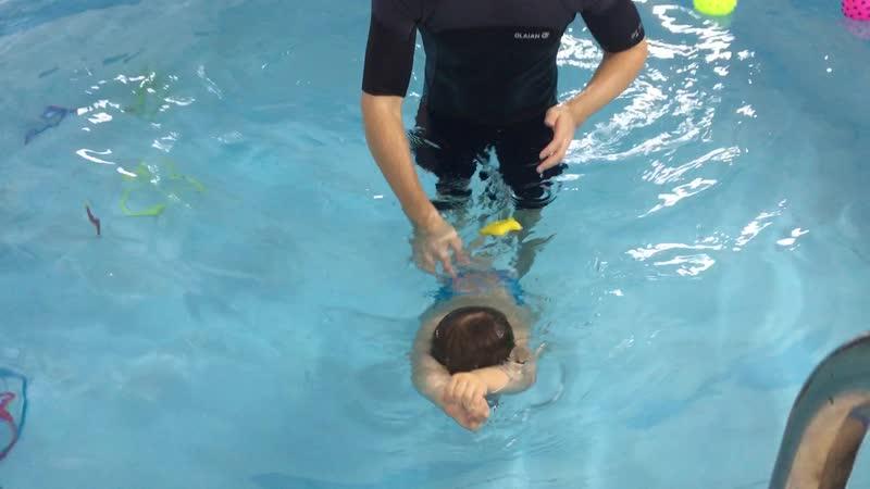 Стрела.➡️ Маленький пловец Рома (2г.6м.)🧜♂️🏊♂️ бассейнямайка
