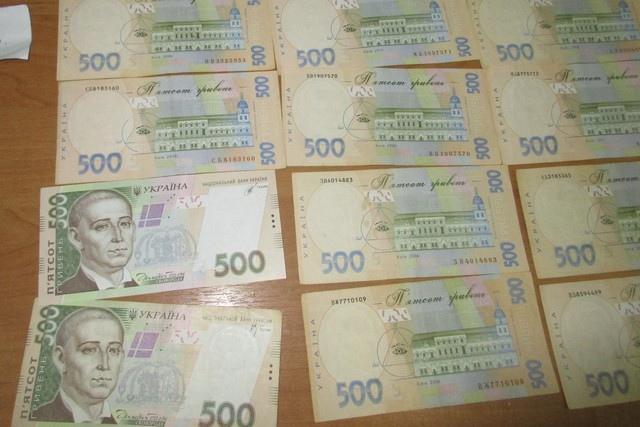 Таганрогские таможенники задержали автомобиль с контрабандной валютой