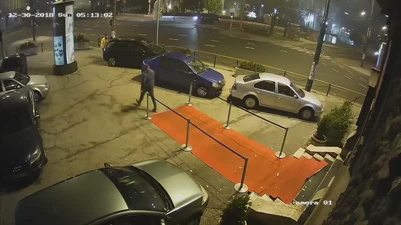 Красава Денис Стойнич впрягается за девушку возле ночного клуба