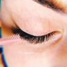 🤤💕 Чистое наслаждение Подчеркни линию роста ресниц для появления эффекта стрелочки ⠀ Нежные и одновременно выразительные рес