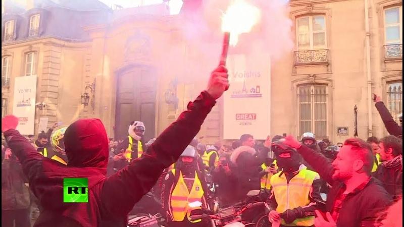 Перекрытые дороги, пробки и сотни пострадавших французы протестуют против повышения цен на бензин