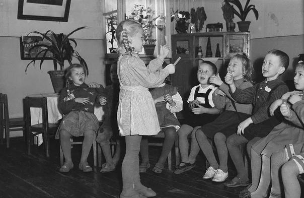 Чем детство в СССР было лучше, чем сейчас: двор, футбол и коленки в зеленке