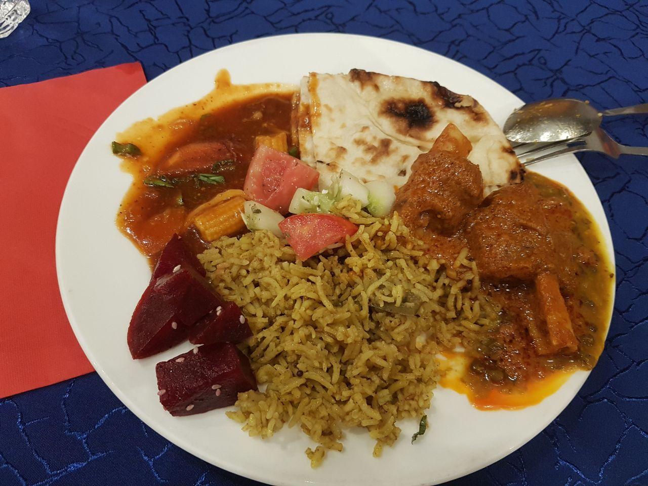 Жратва индийская абсолютно несъедобна изза специй и отсутствия нормального мяса.