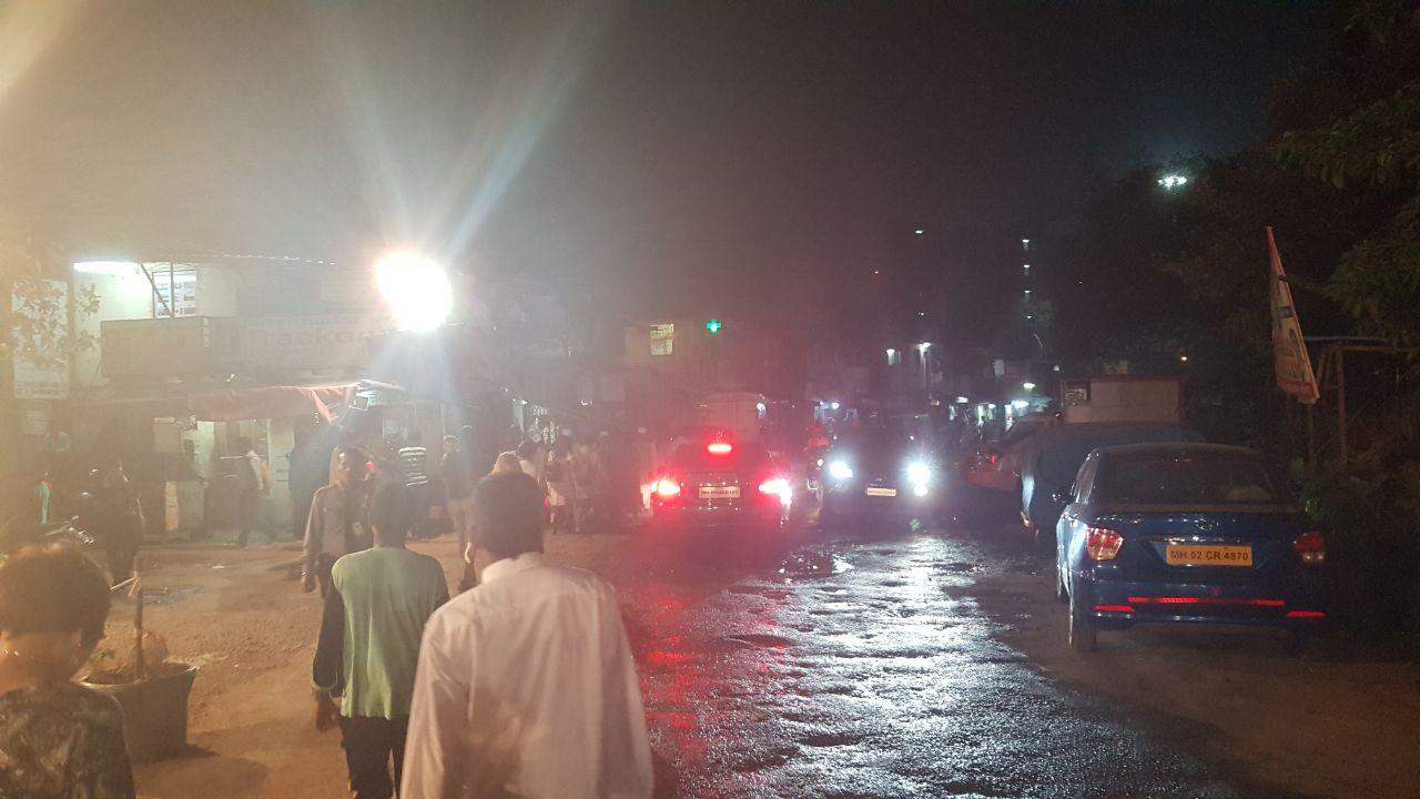Мумбаи ночью - улицы это отсуствие асфальта и присутствие жидких попоем и босиком ходящих людей
