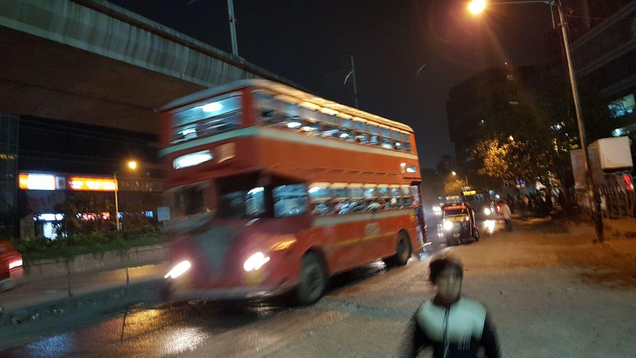 Автобусы для местных похоже лишен возраста - они вечные и не определить сколько десятилетий им