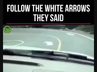 Следуй за белой стрелкой